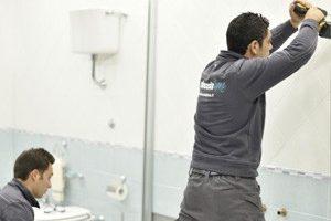 montaggio-infissi-doccia-300x203